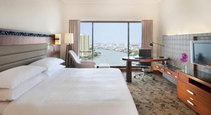 Royal Orchid Sheraton Hotel 7